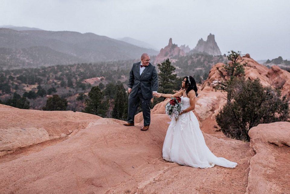 wedding photos at high point at garden of the gods