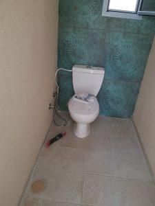 שיפוץ חדר שירותים במרכז