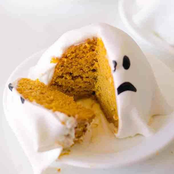 ghost pumpkin cake - halloween