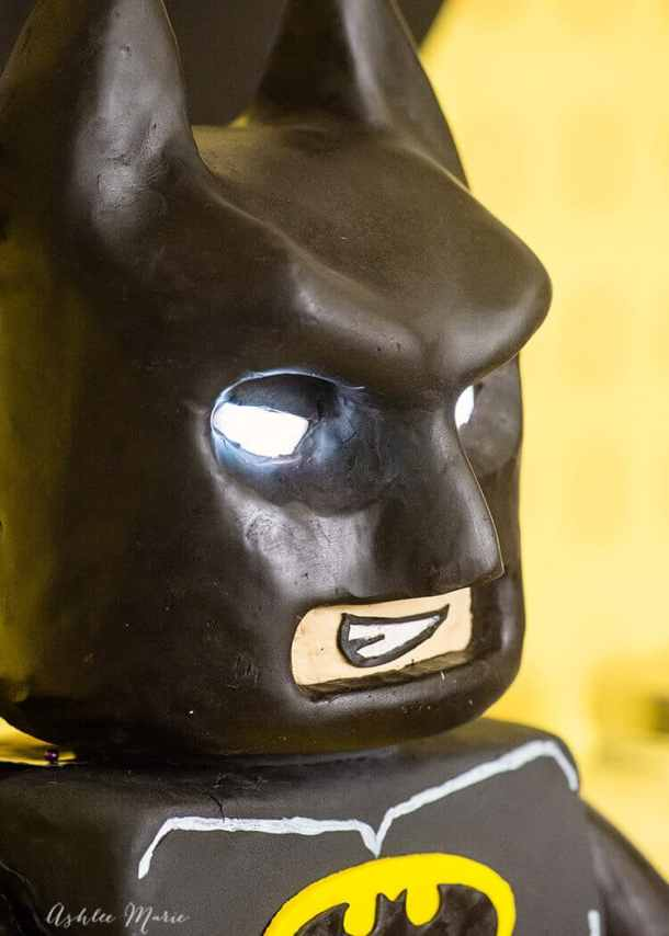 This standing Lego Batman cake includes GLOWING EYES! it's AMAZING - check it out - video tutorial