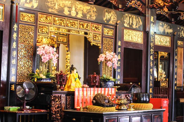 Melaka_Chinese_temple_Interior