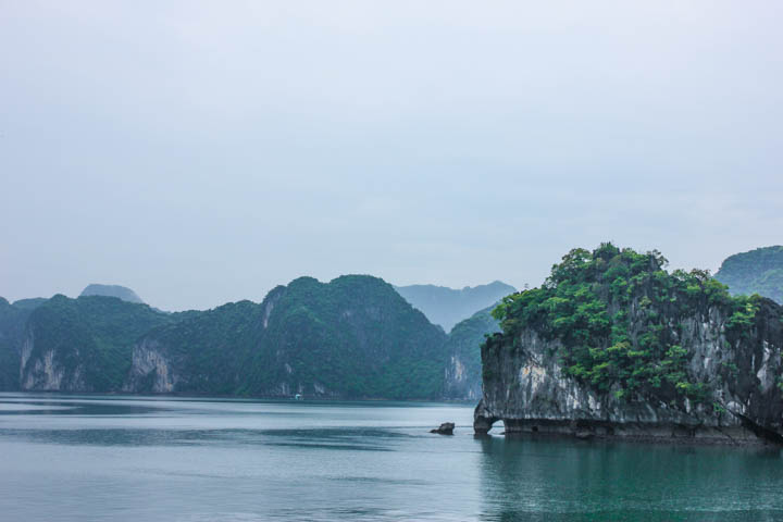 Halong_Bay_Party_Boat_5
