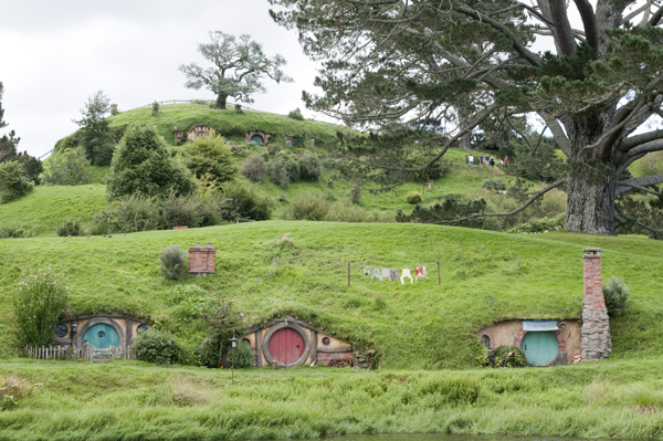 New-Zealand-Hobbiton-doors-hobbit-by-Ashley-Lynn-Photography (30)
