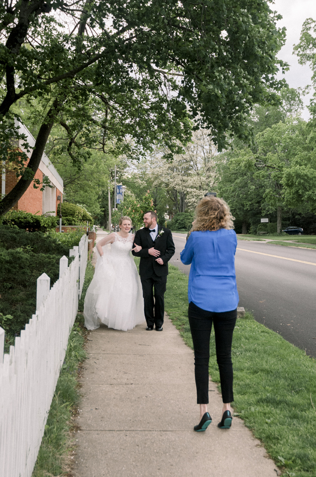 Dayton, Ohio pro photographer capturing weddings, families and seniors