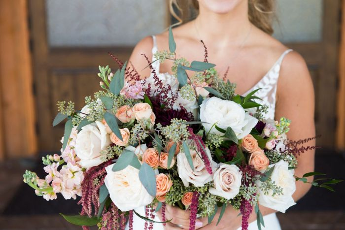 Wedding bouquets make for the most beautiful bridal portraits. Don't miss these details by overlooking your wedding day timeline.