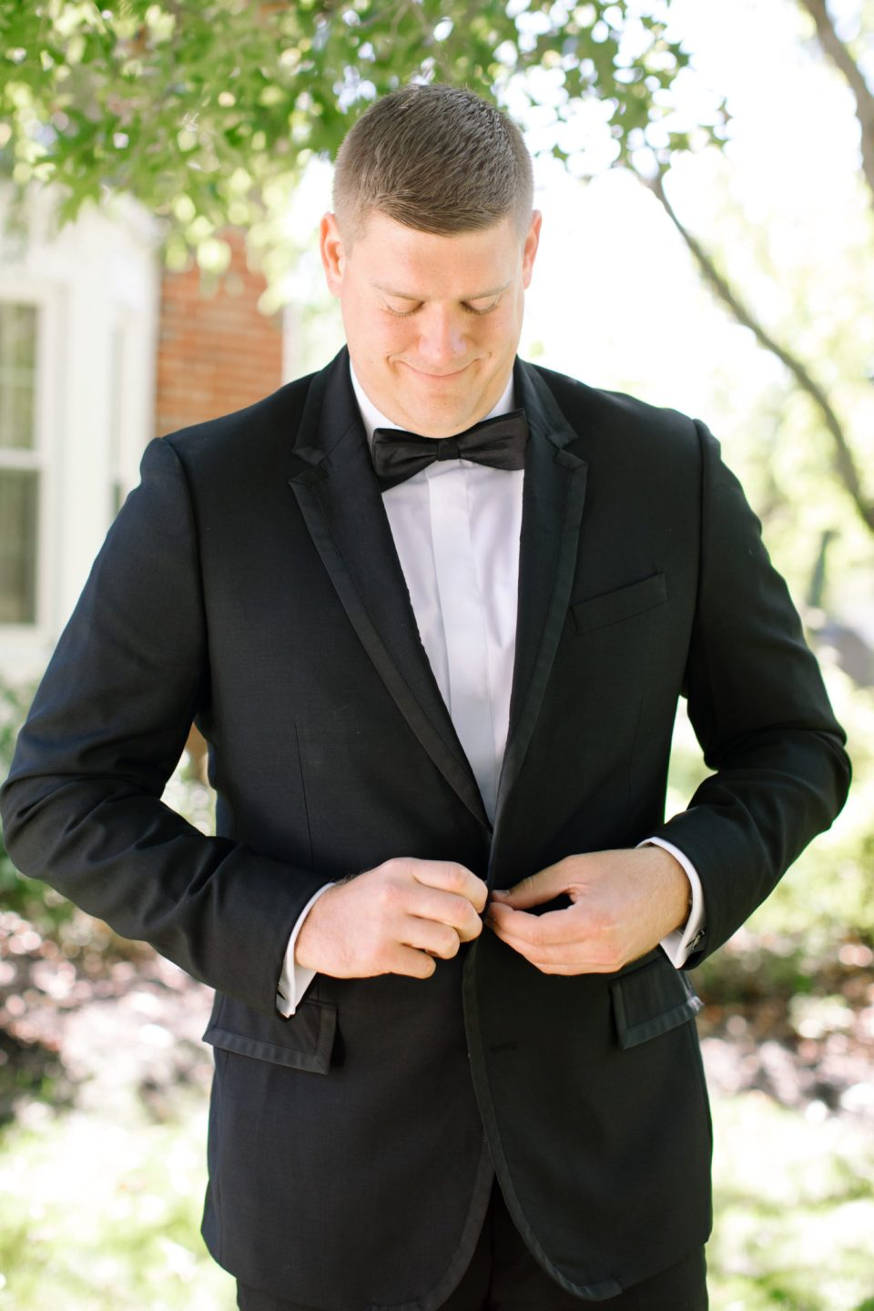 Ashley Mac Photographs captures groom getting ready