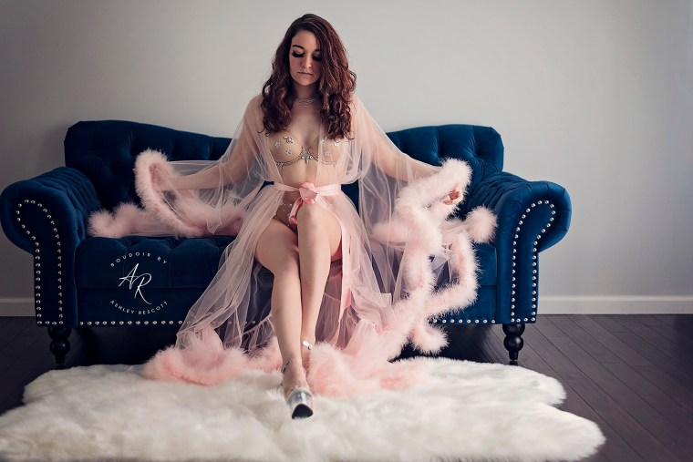 example of boudoir posing on a couch