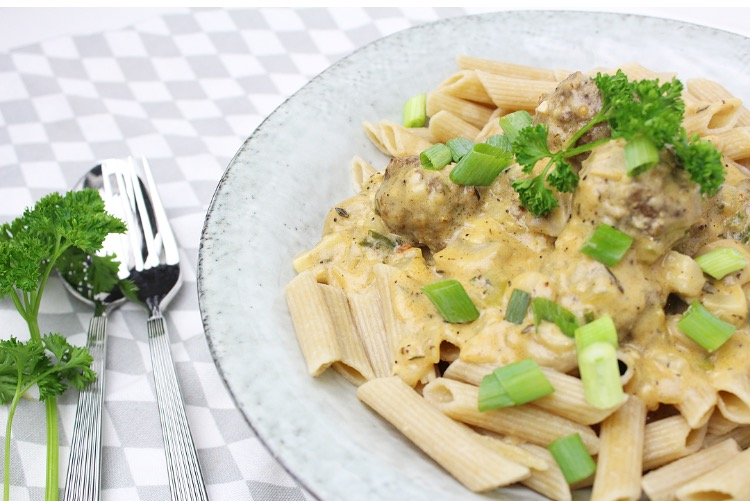 Pasta met gehaktballetjes en champignon roomsaus