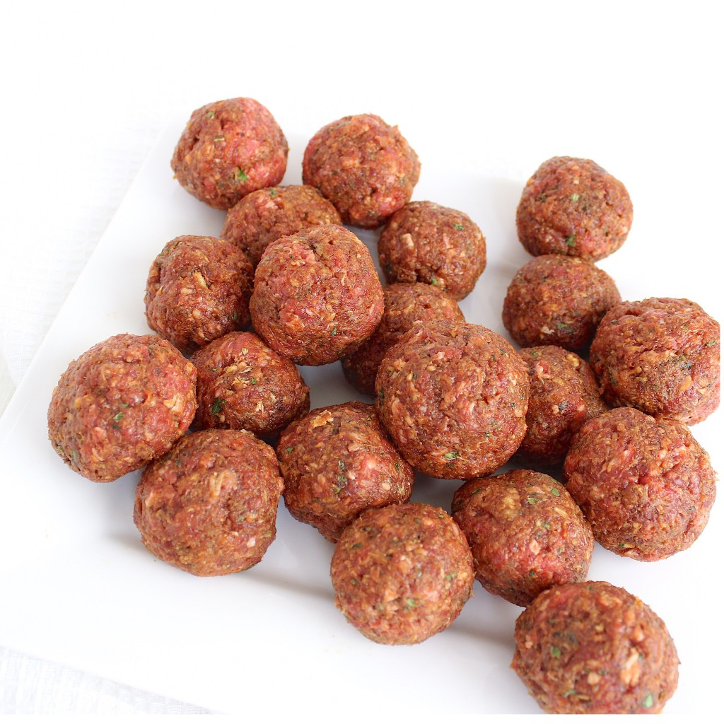 gehaktballetjes gevuld met mozzarella in tomatensaus