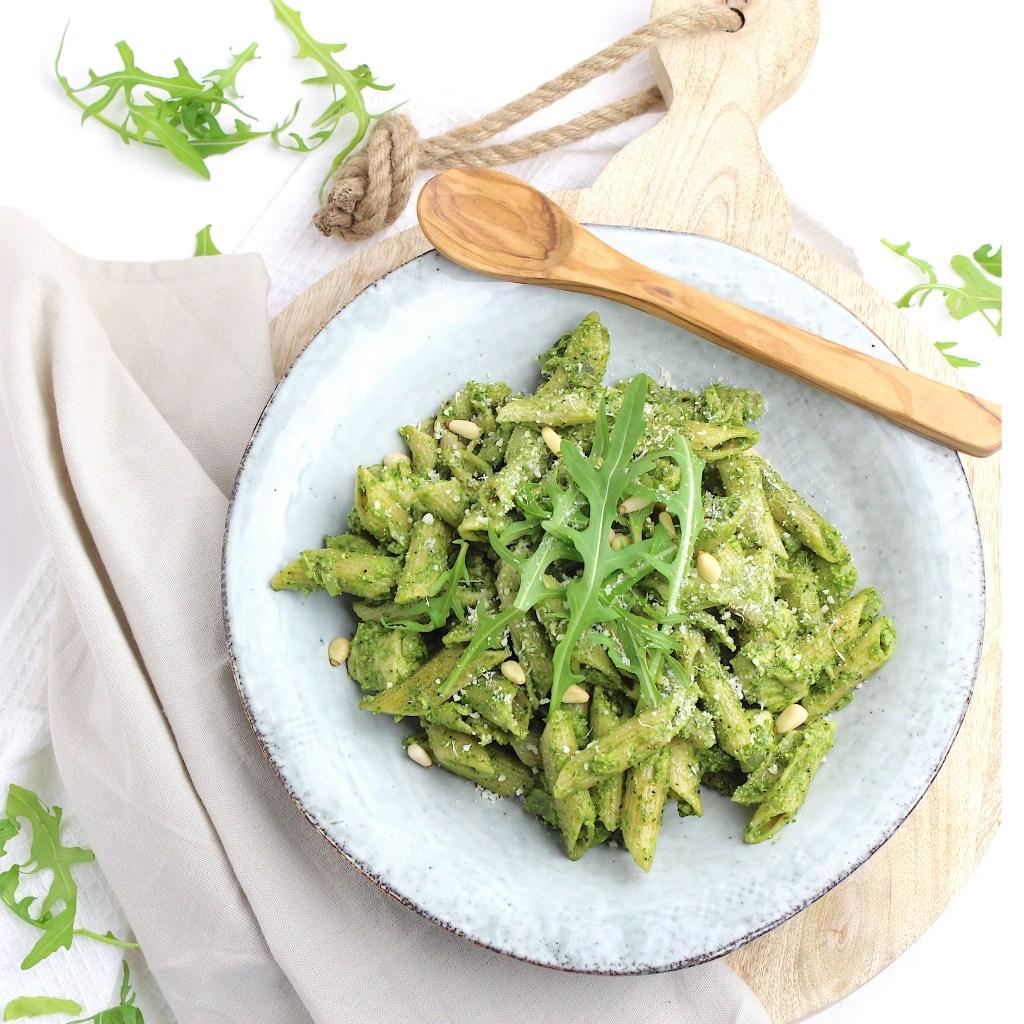 Pasta met spinazie pesto en kip