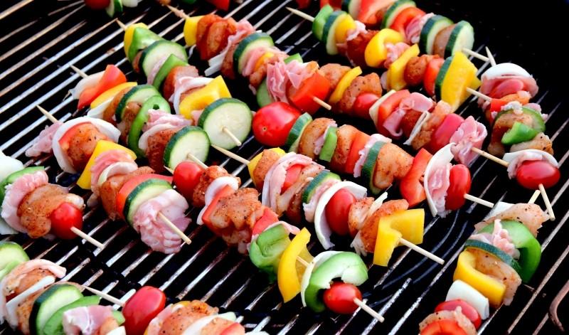 Tips voor een succesvolle barbecue in je eigen achtertuin