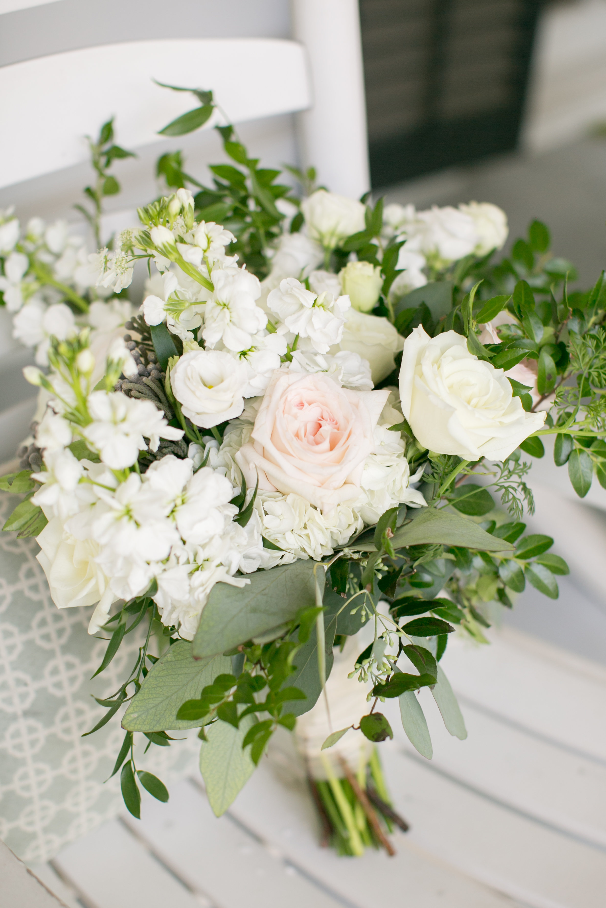 Southern flowers for classic Mississippi wedding at Plein Air