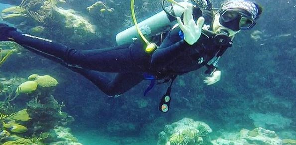 photo of Ashley scuba diving in Bermuda