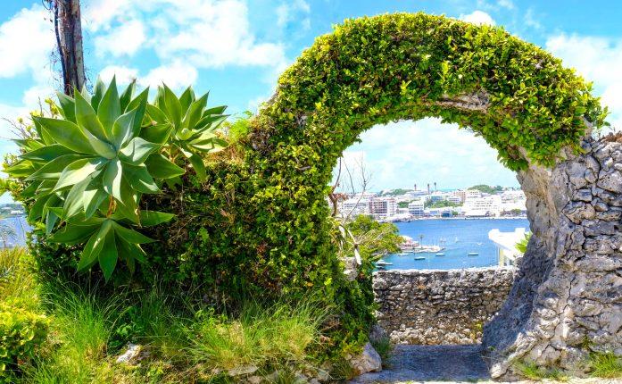 Proper moon gate in Bermuda