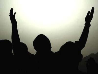 آیا برای اجابت درخواست دعا ایمان کافی است یا اصرار و پافشاری؟