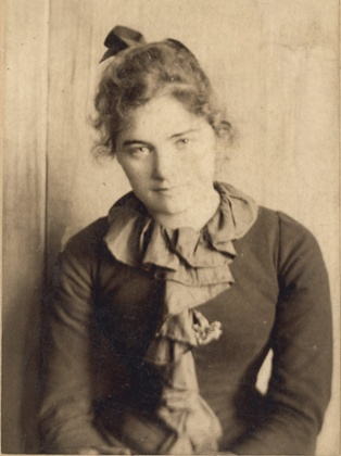 Emily Carr in San Francisco, age 21 or 22, c1893. Photograph: Courtesy of the Royal BC Museum, BC Archives