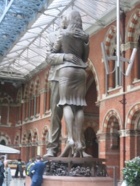 TIGHT-FITTING KISS, St Pancras, July 2015