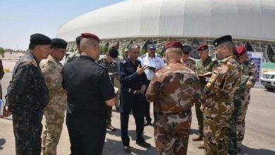 Photo of قائد شرطة كربلاء من داخل الملعب الدولي يشرف ميدانيا على توزيع الاجهزة الامنية