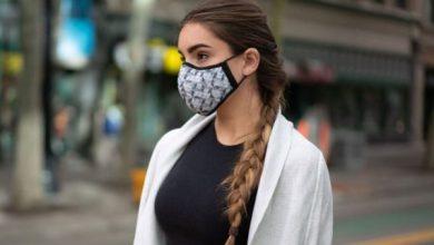 Photo of الحماية بلمسة من الأناقة.. مصممة أزياء صينية تصنع كمامات من الحرير