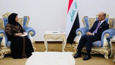 Photo of وزير الشباب يستقبل البرلمانية ابتسام محمد عضو لجنة النفط والطاقة النيابية