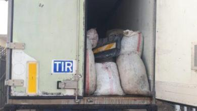 Photo of اتلاف مواد غش صناعي وإعادة عجلتين محملتين بالزيتون إلى الجانب السوري في منفذي طريبيل والقائم الحدوديين