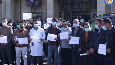 Photo of بالصور.. موظفون في صحة نينوى يطالبون بصرف رواتبهم المتأخرة لأكثر من سنة