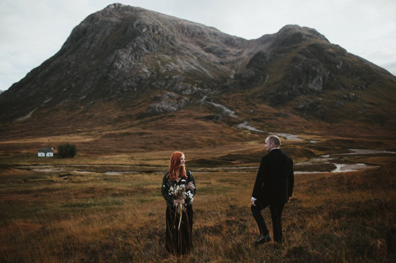 white house in glencoe with bride and groom