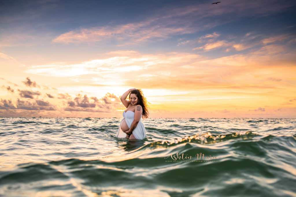 Maternity Photographer in Naples Florida, Marco Island and Port Royal