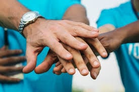 в Индонезии, помогают врачам, коронавирус