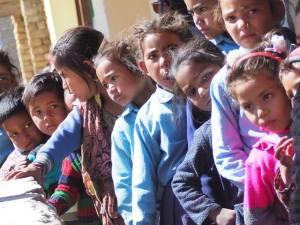 Misión a Jumla - Jóvenes esperando a ser atendidos