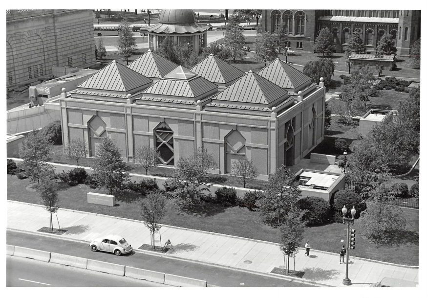Black and white arial view of Sackler with Independence Ave. visible in front of building.