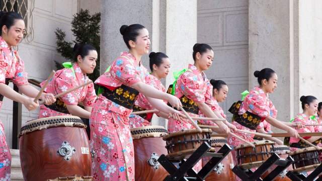Taiko Drummers on the steps of the Freer
