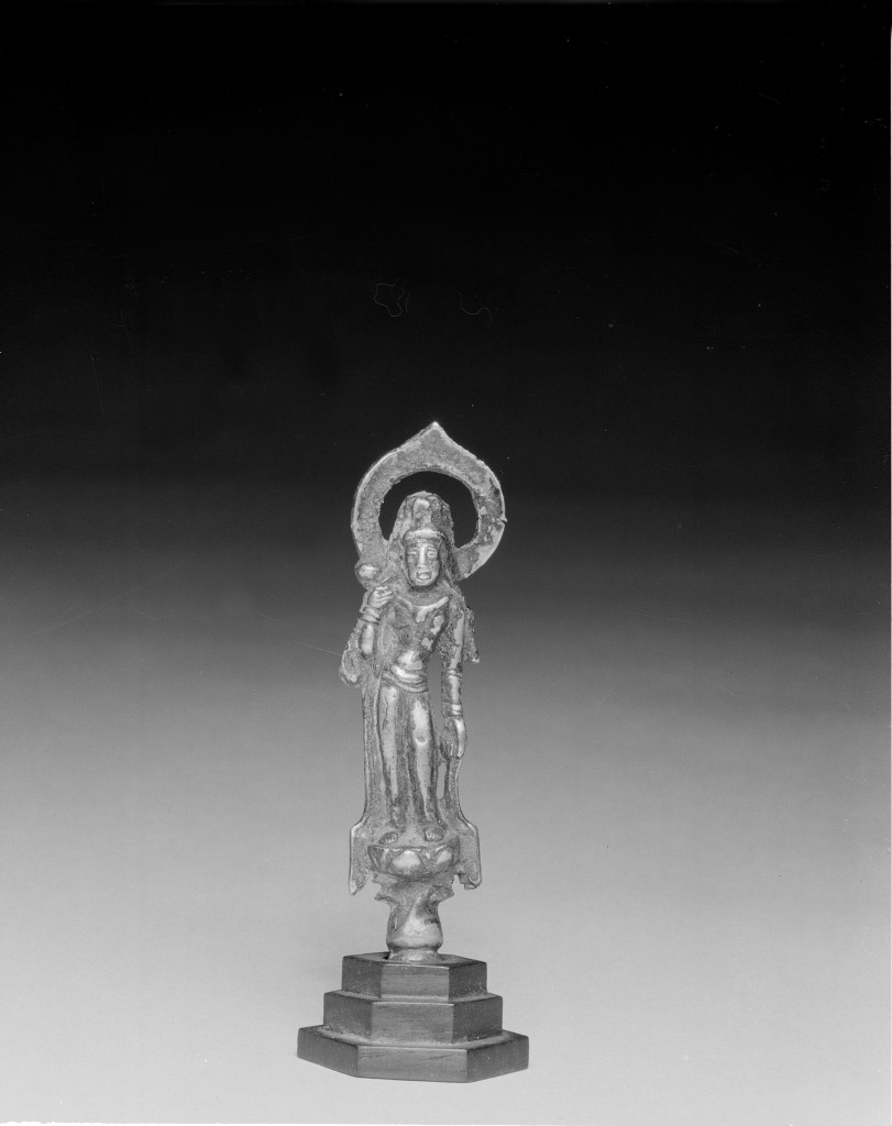 Photo, Gilt bronze standing Guanyin. Tang dynasty, 7th century., H: 15.5 cm. (6 1/8 in.) Singer catalogue number: [1346].