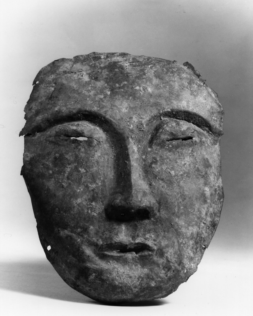 Photo of Bronze mask. Liao dynasty, 10th–12th century., H: 19.8 cm. (7 3/4 in.). Singer catalogue number: [1481].