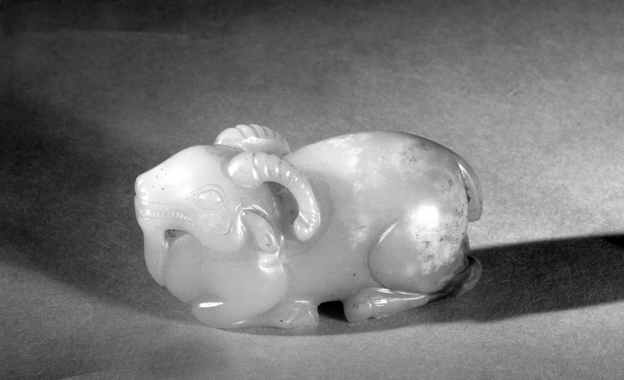 Photo of Jade recumbent goat. Song dynasty, 960–1279., L: 6 cm. (2 3/8 in.). Singer catalogue number: [1487].
