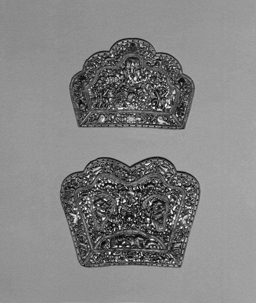 Photo, Pair of gold plaques. Qing dynasty, 19th century., H: 7.6 cm. (3 in.); 8.9 cm. (3 1/2 in.) Singer catalogue number: [1783].