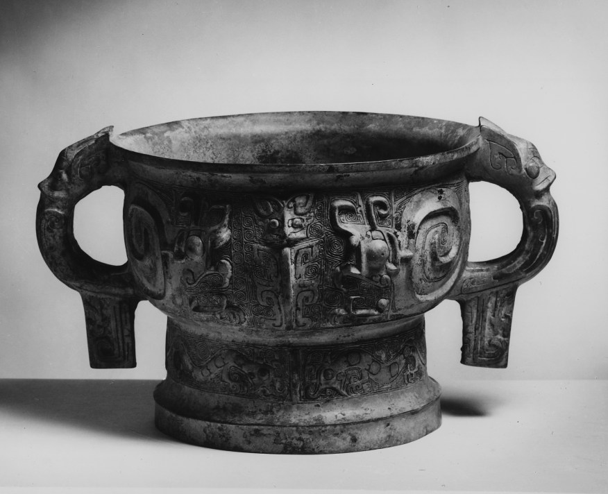 Photo, Bronze ritual food container, type gui. Western Zhou dynasty, late 11th century BCE., Diam: 25.7 cm. (10 1/16 in.) Singer catalogue number: [485].