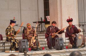 An audience listens to Tuvan ensemble Huun-Huur-Tu perform on the steps of the Freer Gallery of Art in 2002.