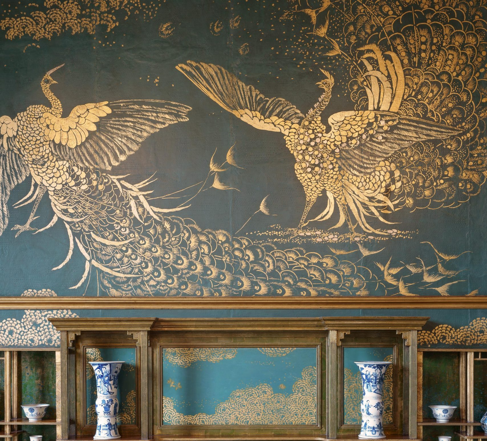 Peacock mural in the Peacock Room at the Freer Gallery of Art, the shelves are lined with Chinese blue and white porcelain