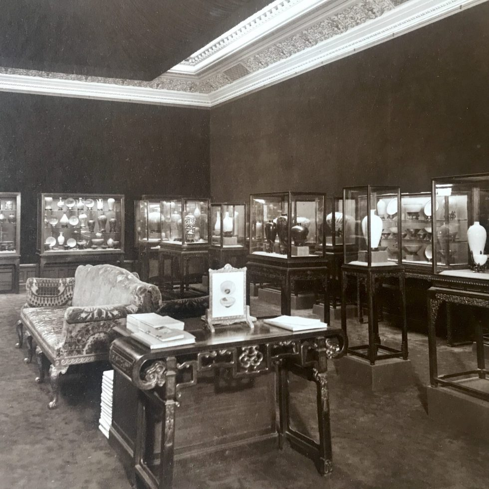 "Black and white photo of installation view, ""Chinese, Corean [sic] and Japanese potteries"" exhibition, Knoedler & Co., New York, March 2–21, 1914."