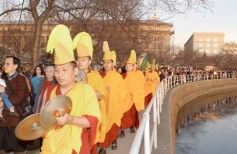 The monks lead the procession to the Tidal Basin.