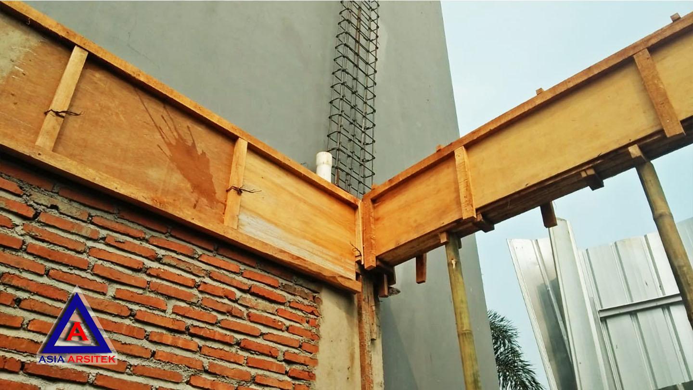 Proses Pemasangan Tulangan Balok Jasa Desain Rumah Klasik/Classic Mewah Bu Elisa Di Jakarta Timur