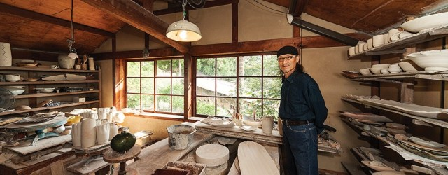 Hamanaka Gesson in his studio in Hagi, western Honshu