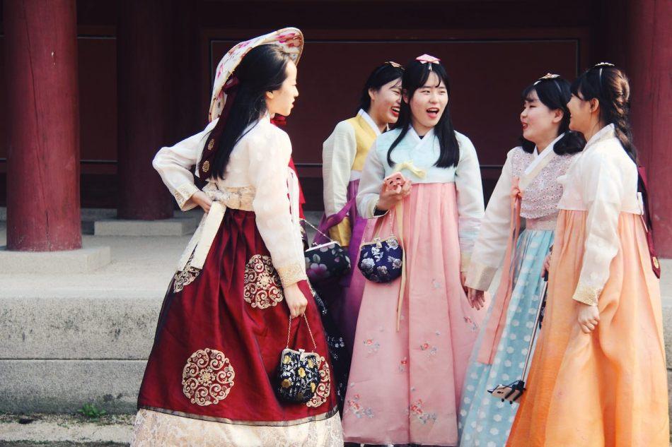 a4238f09e Korean Wedding: Kiss the Bride & Pose for a Photo | Asiancustoms.eu