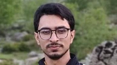 Kulgam youth secures All India Rank 2 in IES-2020, LG extends good wishes