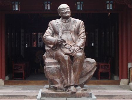 Sculpture of  Jin Yong (Louis Cha) on Taohua Island, Zhejiang (WikiMedia Commons)