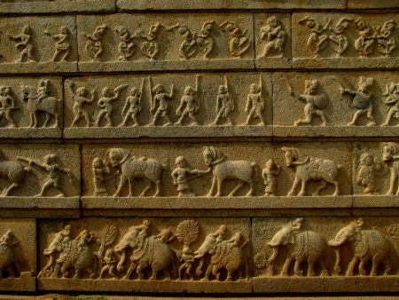 Carvings on the outer wall of the Hazara Rama temple, Hampi (via Wikimedia Commons)