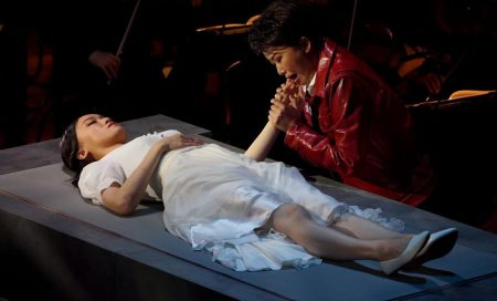 Louise Kwong and Bobbie Zhang as Giulietta and Romeo in the final scene