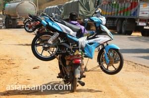 ミャンマー シャン州バイク運び