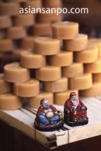 ベトナム チャウドック・お菓子と神様